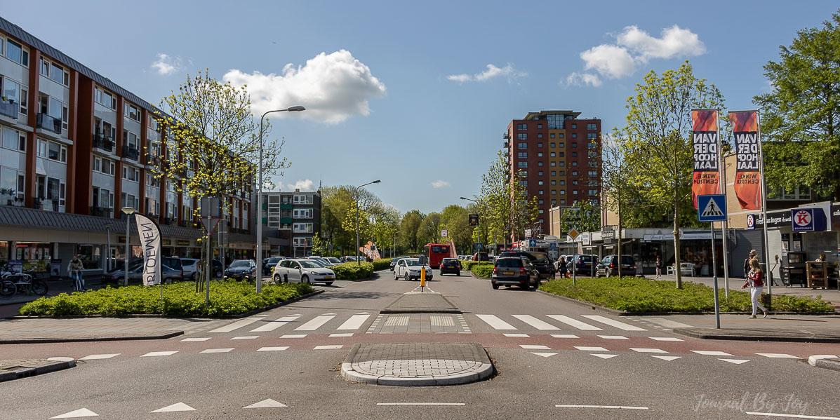 winkelcentrum-van-der-hooplaan-vanaf-rotonde-noord-Joy-vd-Valk